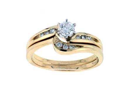 Sale! Swirl Wedding Set with 6-Prong Diamond Center
