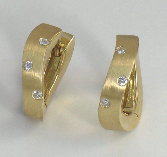 Wavy Brushed-Finsih Huggie Diamond Earrings